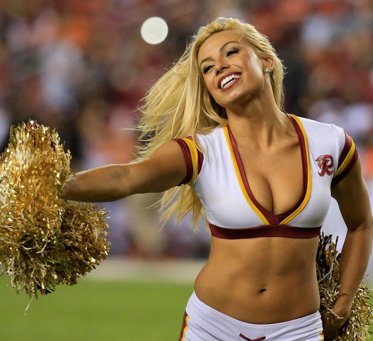 the 10 hottest cheerleaders in the nfl | muscle & fitness