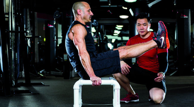 Master the L-Sit to Get Stronger and Shredded