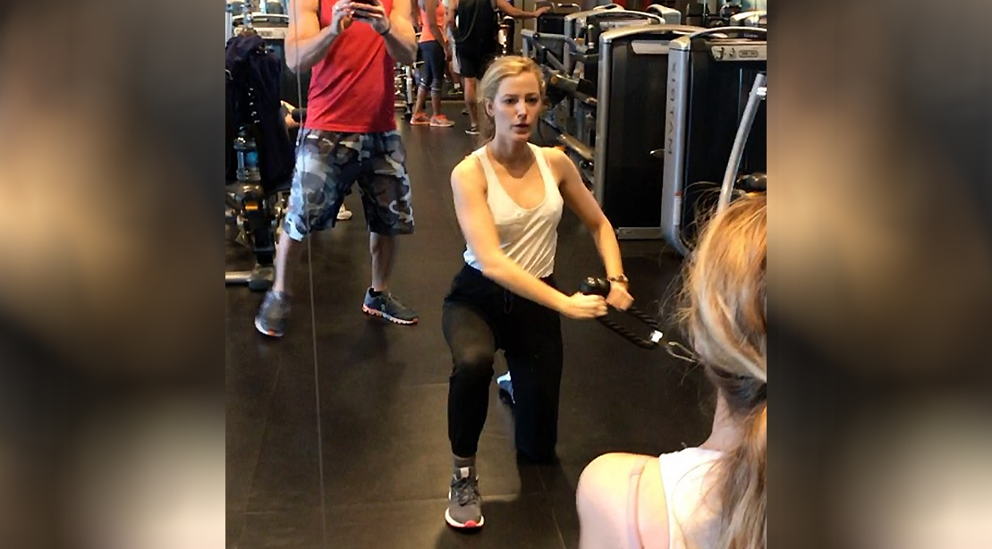 Watch Blake Lively Crushes Sets Of Core Strengthening