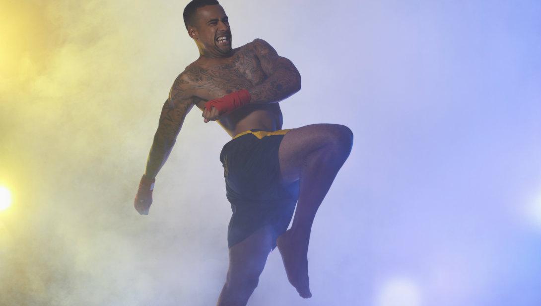 man throwing knee kick