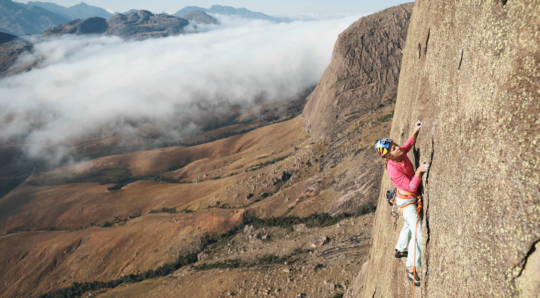 Sasha DiGiulian Climbs Mora Mora