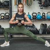 Alternating Kettlebell Side Lunge thumbnail