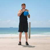 Luke-Zocchi-Doing-Kettlebell-Halo-On-Beach miniatura