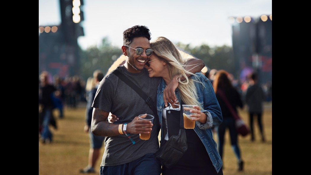Couple Drinking Beer thumbnail