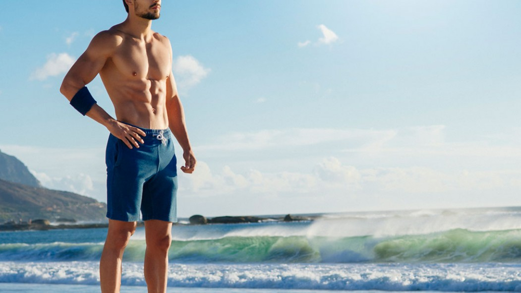 9 Outdoor Moves for Summertime Abs thumbnail