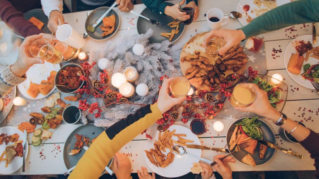 Miniatura de la mesa de la cena navideña