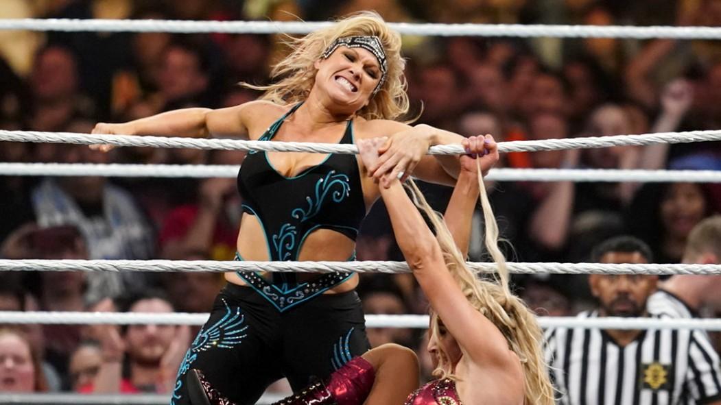 Beth-Pheonix-Punching-Hair-Pulling-WWE thumbnail