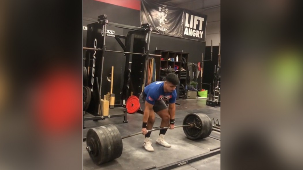 This Powerlifter Deadlifted Nearly 5-Times His Bodyweight  thumbnail