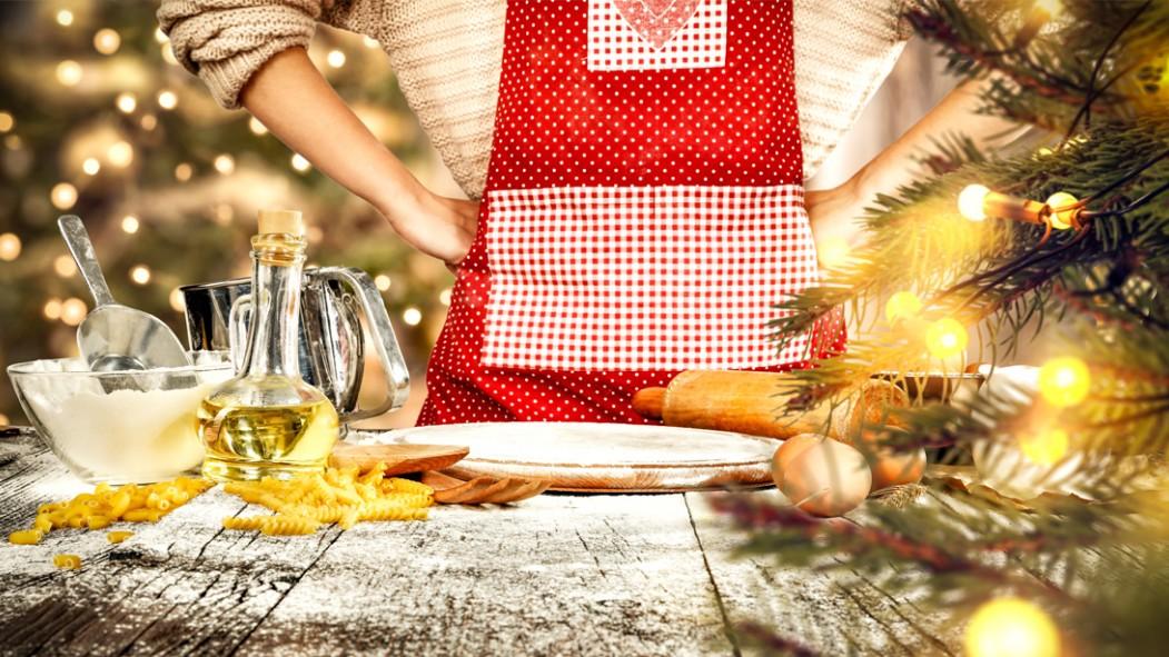 Miniatura-en-delantal-cocina-horneado-comida-temática-navideña miniatura