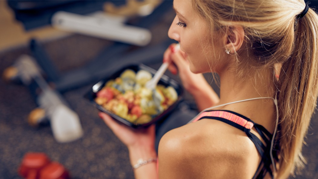 Fitness-Girl-Eating-Salad thumbnail