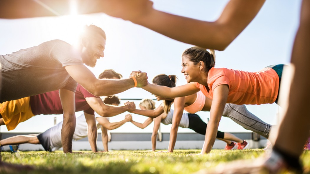 Friends-Group-Working-Out-Pushup thumbnail
