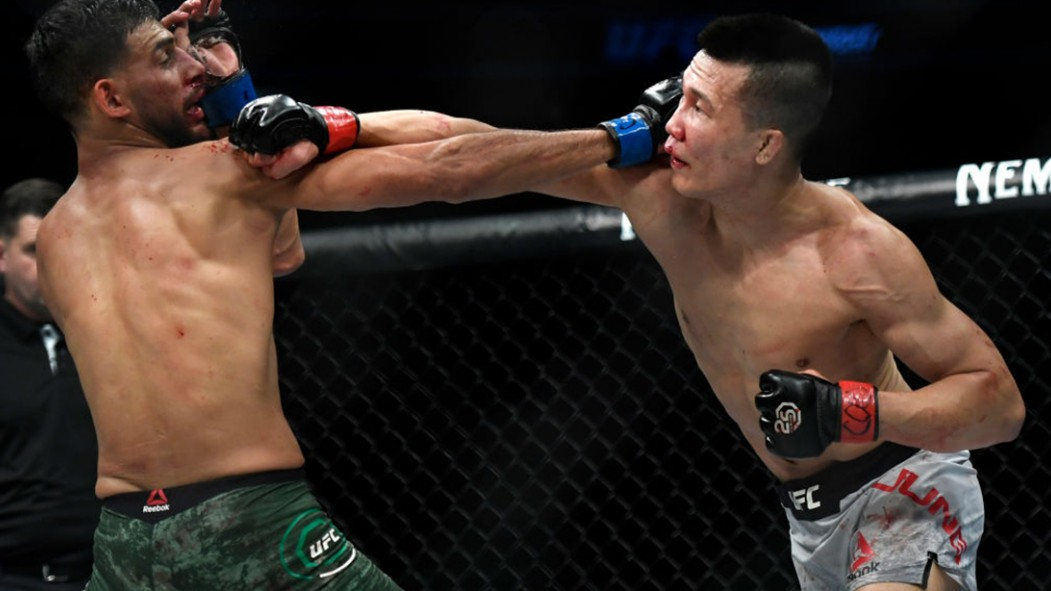 Check Out the Craziest KO in MMA History thumbnail