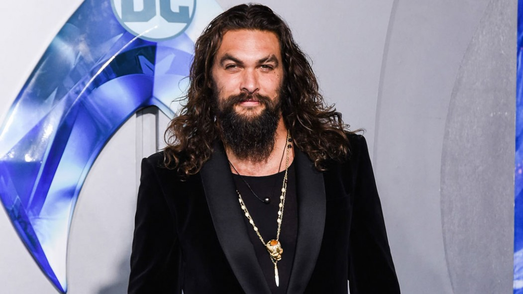 Jason Momoa at the 'Aquaman' premiere.  thumbnail