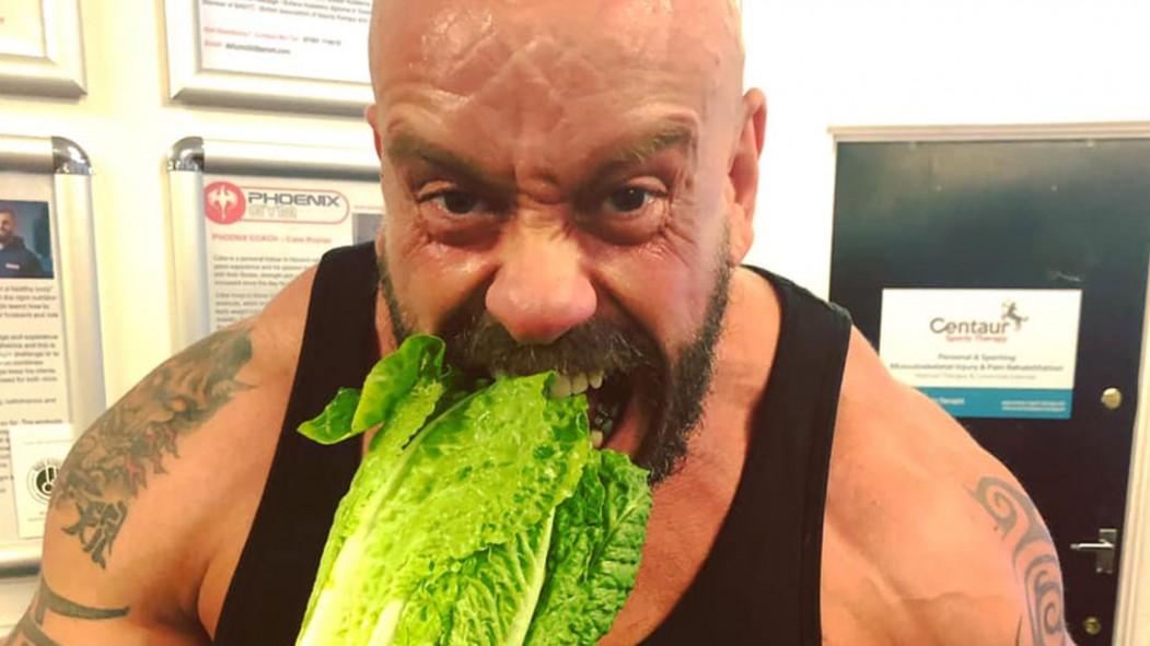 Bodybuilder Paul Kerton's eyesight improved after going vegan thumbnail