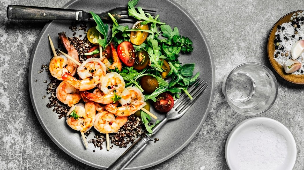 Shrimp with green salad and quinoa thumbnail