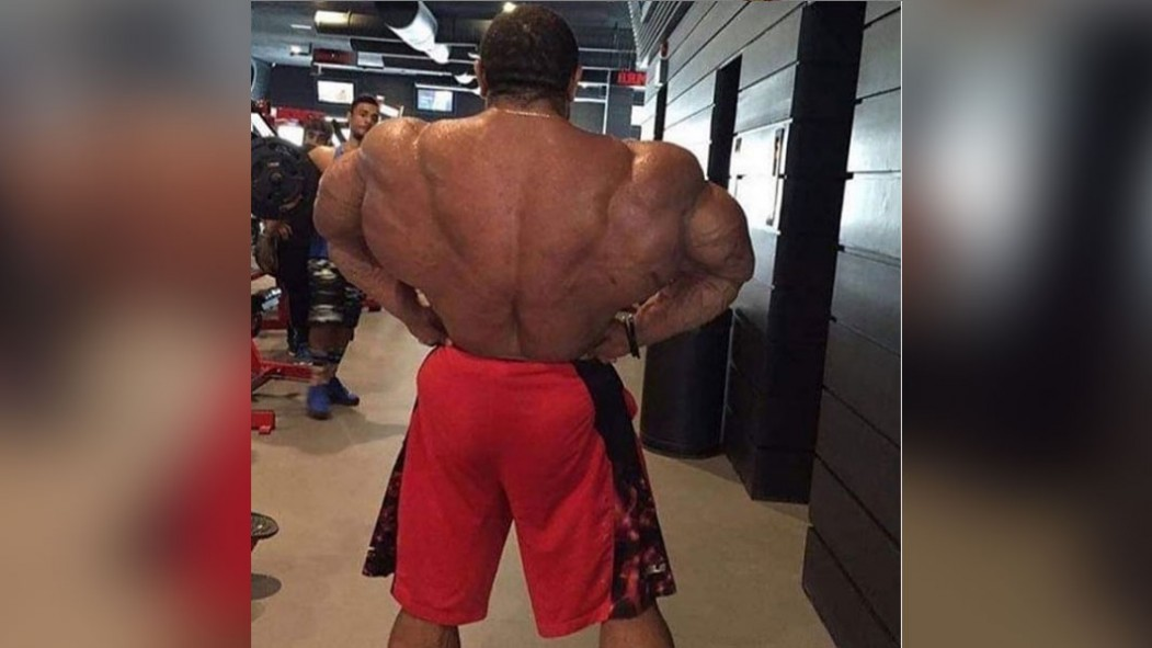 Roelly WInklaar Posts a Shot of his Massive Back and People are in Shock thumbnail