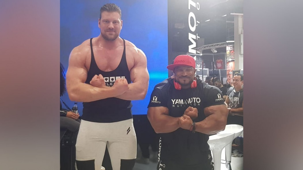 """""""The World's Tallest Bodybuilder"""" Makes Literally Everyone Look Tiny thumbnail"""