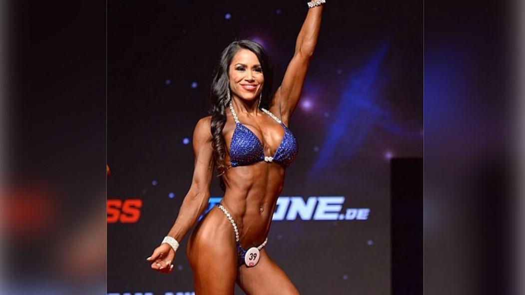 IFBB Pro League Bikini Competitor Jennifer Ronzitti's Shoulder Workout thumbnail