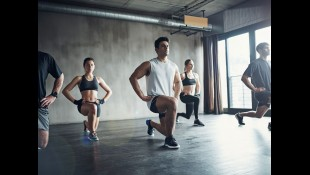 Exercise class doing lunges thumbnail