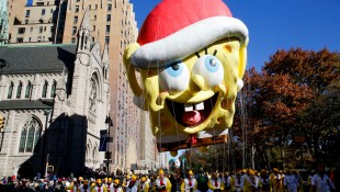 Sponge-Bob-Square-Pants-Macy-Thanksgiving-Day-Parade-Balloon-Float thumbnail