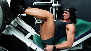 IFBB Pro Heather Dees' Quad-Focused Workout thumbnail