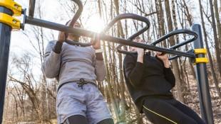 La rutina de ejercicios Pullup-Pushup que se puede hacer en cualquier lugar thumbnail