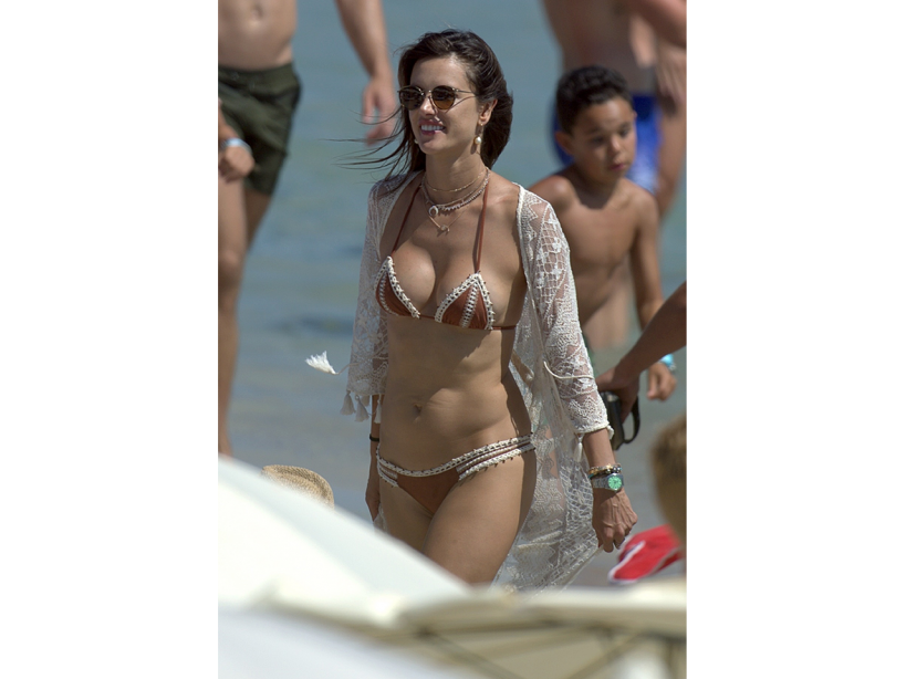 Alessandra Ambrosio flaunts her sexy body at the beach