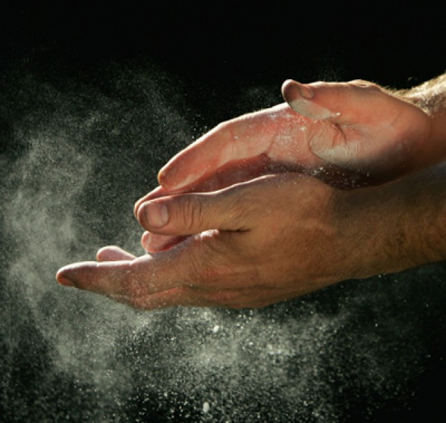 Chalk Your Hands to Maximize Your Weightlifting Gains