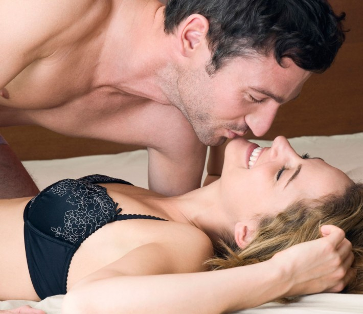 """Here's How to Get Your Girlfriend """"in the Mood"""" When You're in Bed"""