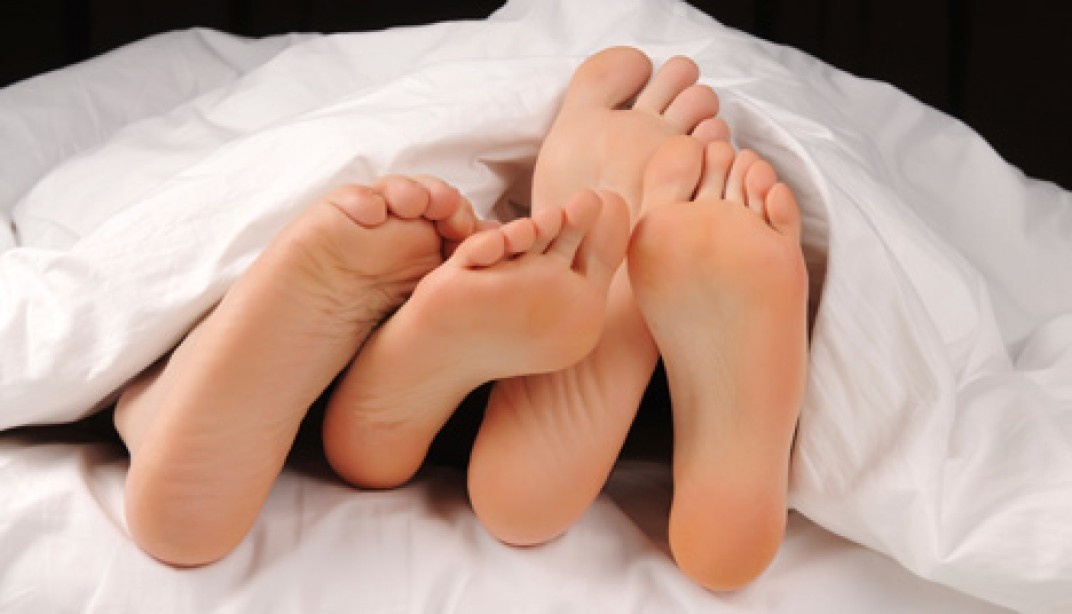 6 Signs She's Good in Bed Before You Get Her Home