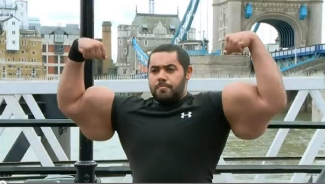Big Mo Flaunts Some REALLY Big Arms