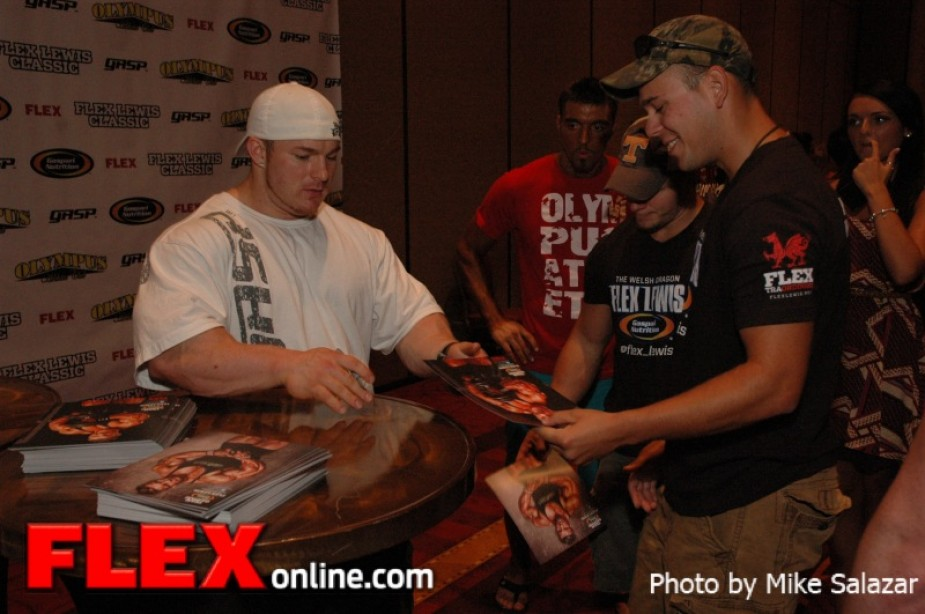 Flex Lewis Classic Saturday Morning Candids | Muscle & Fitness