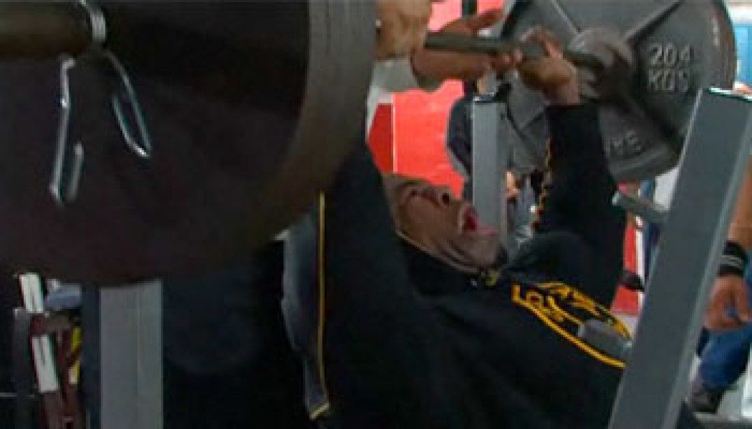 VIDEO: KAI GREENE TRAINS SHOULDERS 4 WEEKS OUT