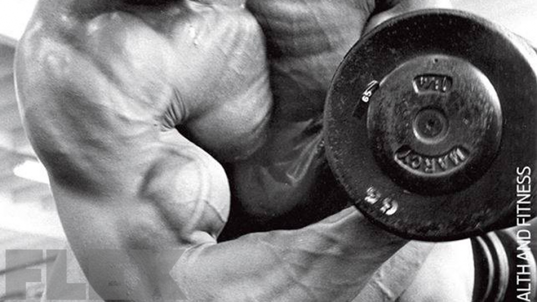The Right Way to Perform Dumbbell Concentration Curls