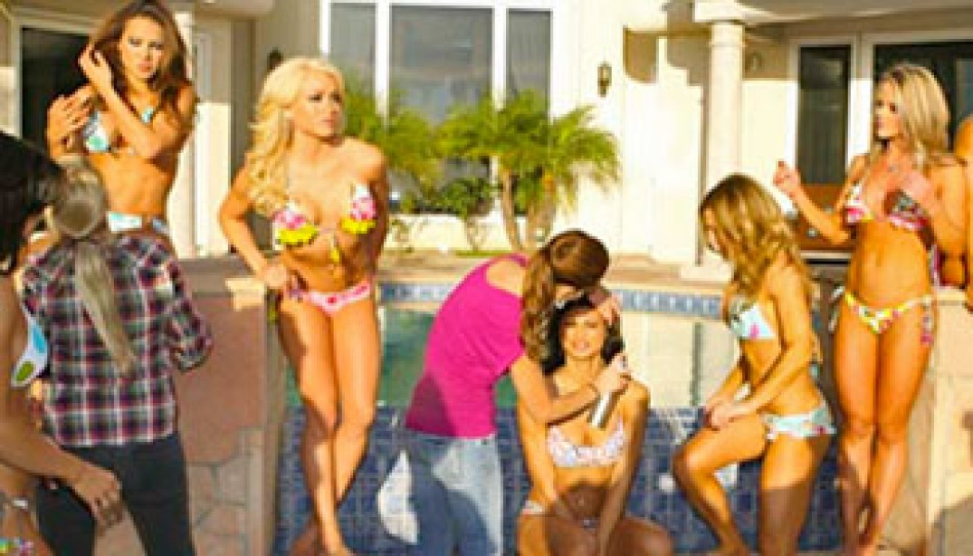 PHOTOS: 2010 SWIMSUIT ISSUE BEHIND THE SCENES DAY 2