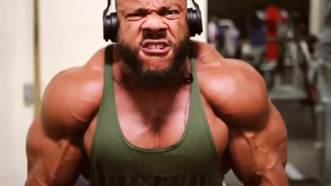 Phil Heath Smashes Shoulders in 2017