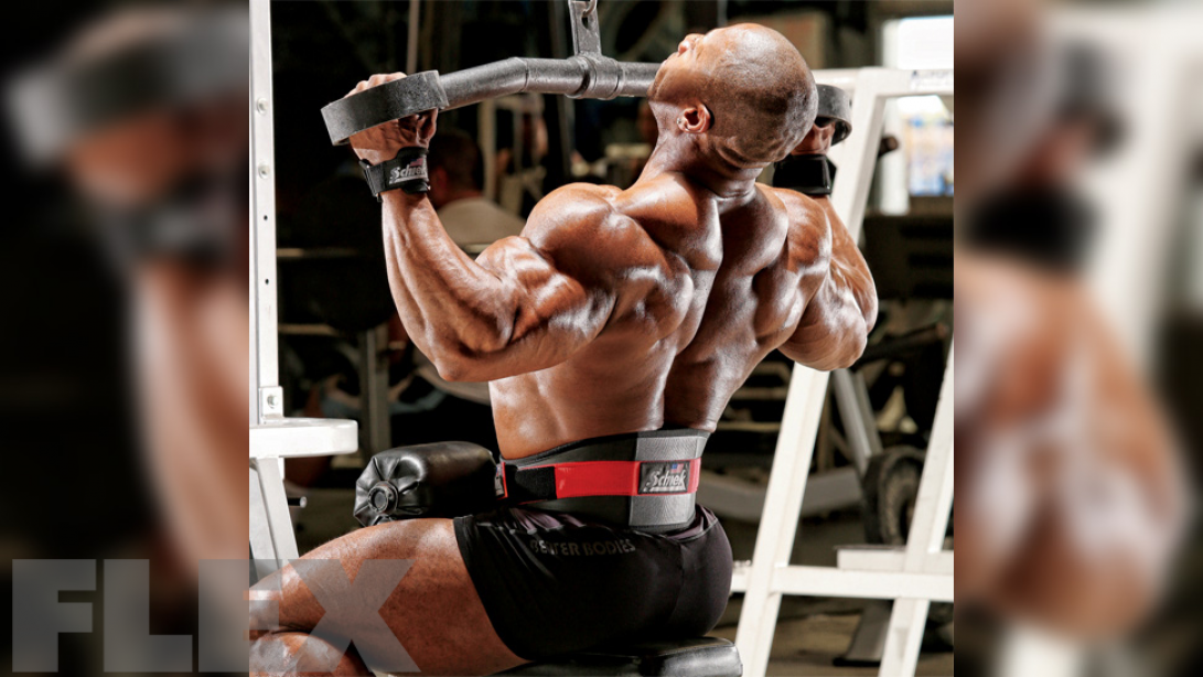 Pullups vs. Pulldowns For a Wide Back