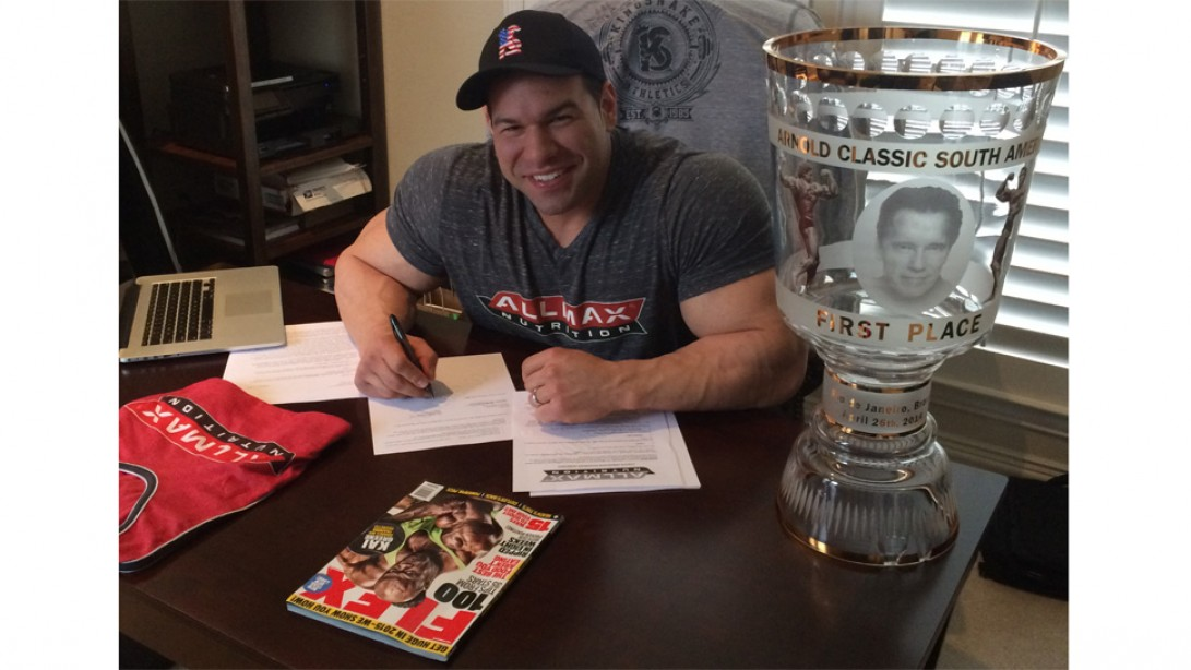Steve Kuclo Signs with AMI/Weider