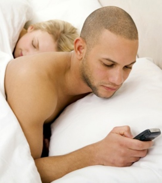 Why Dirty Texting Is Worse Than Physical Cheating