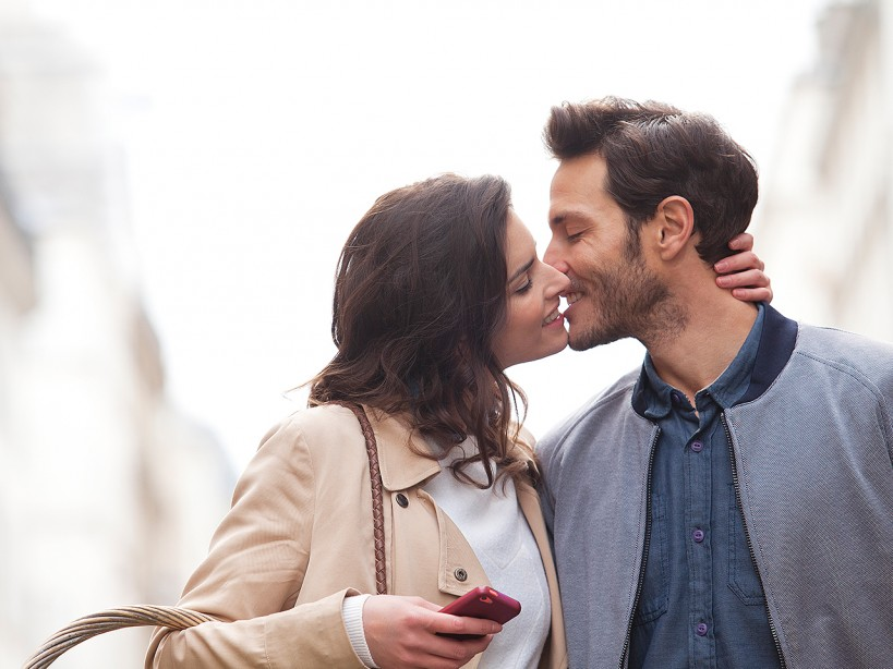 There's a Scientific Reason Why You Lean Right While Kissing