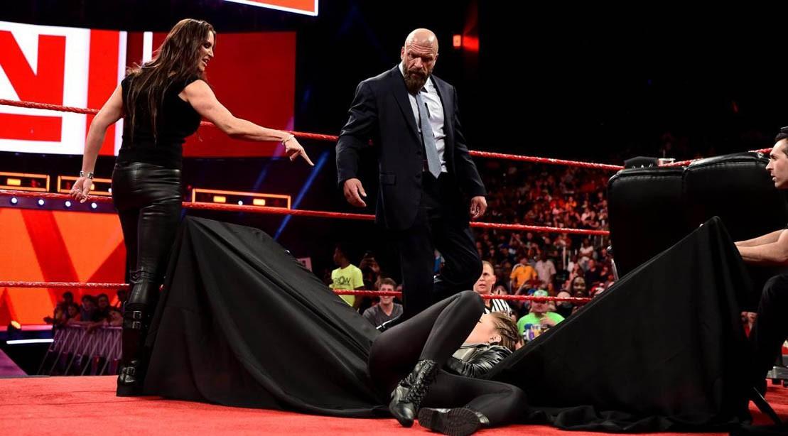 Stephanie McMahon throws Ronda Rousey through a table on Monday Night Raw (2 April 2018)