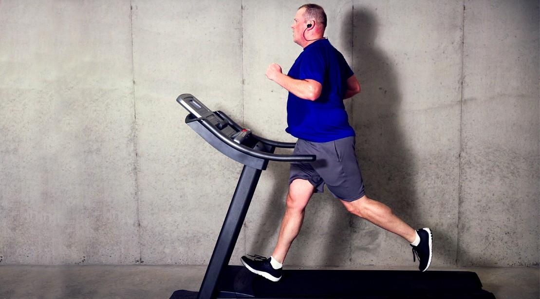 5 Fat Loss Myth Overweight Guy Running Treadmill