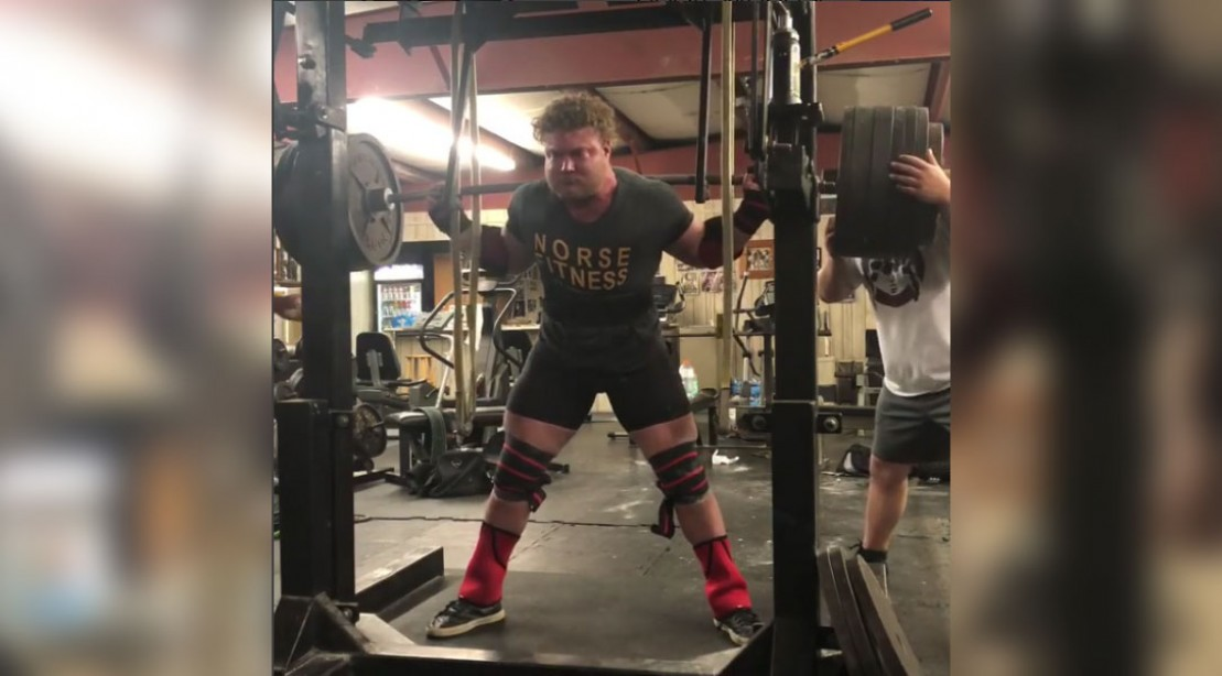 Watch This 20 Year Old Powerlifter Hit A 901 Pound Squat Muscle