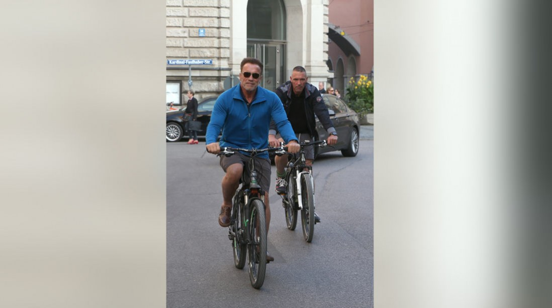 Arnold Avoids a Ticket in Germany With a Selfie