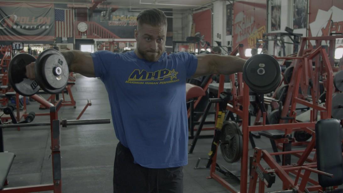 Chris Bumstead's Off-Season Shoulder Training