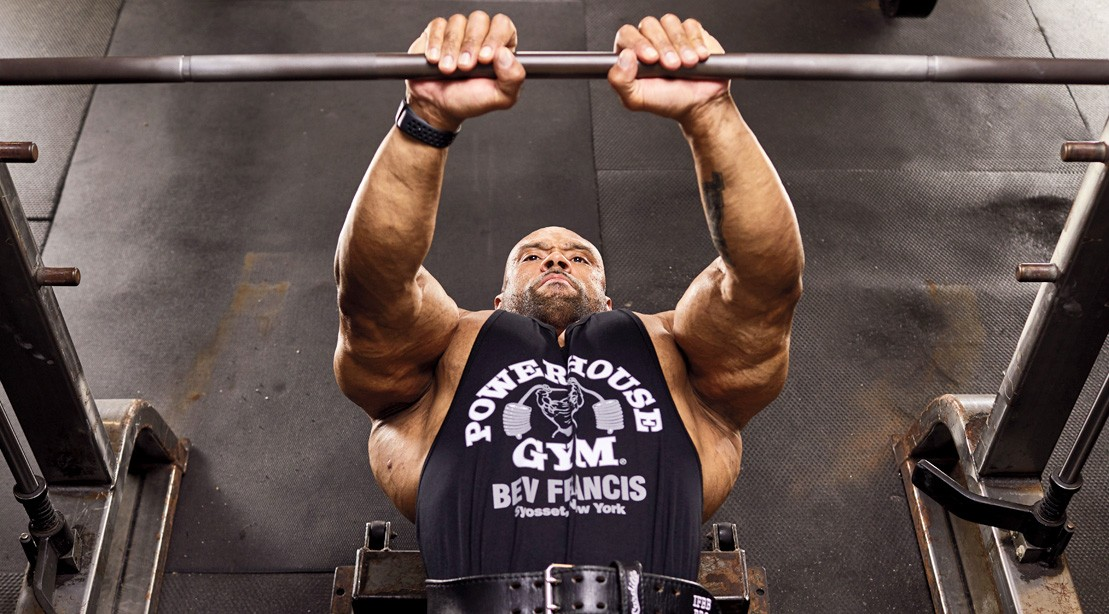 Close-Grip-Bench-Juan-Morales.