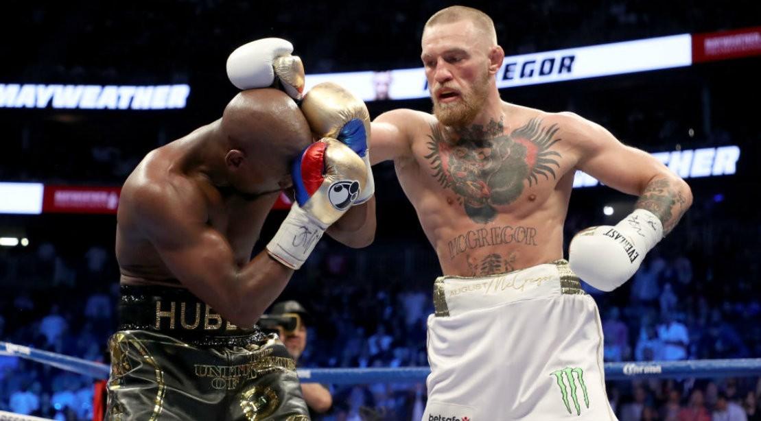 Conor McGregor Fighting Floyd-Mayweather