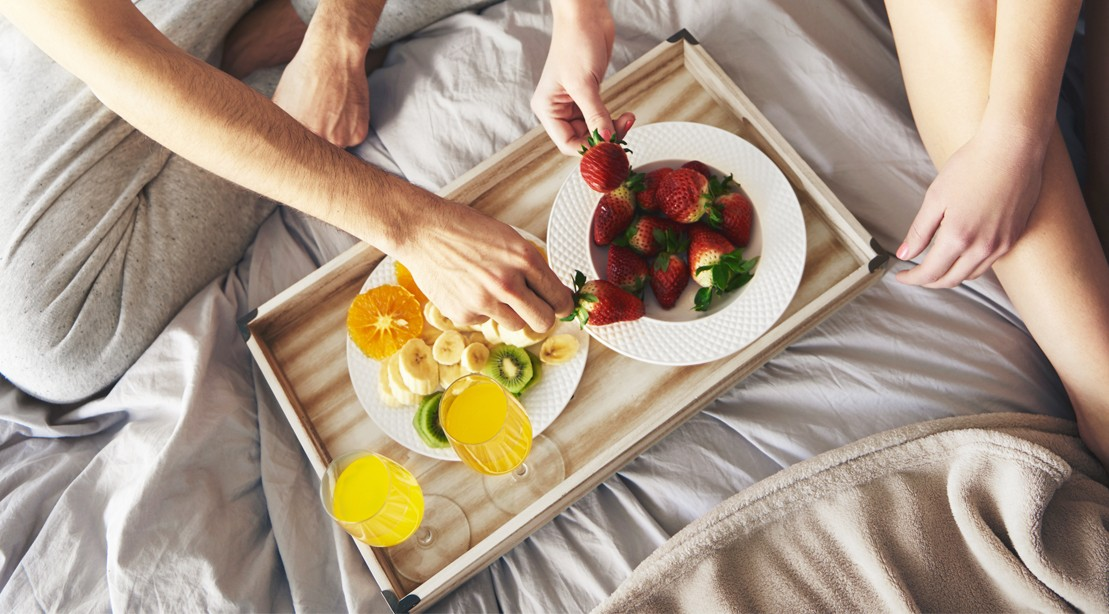 Fruit-Platter-In-Bed.