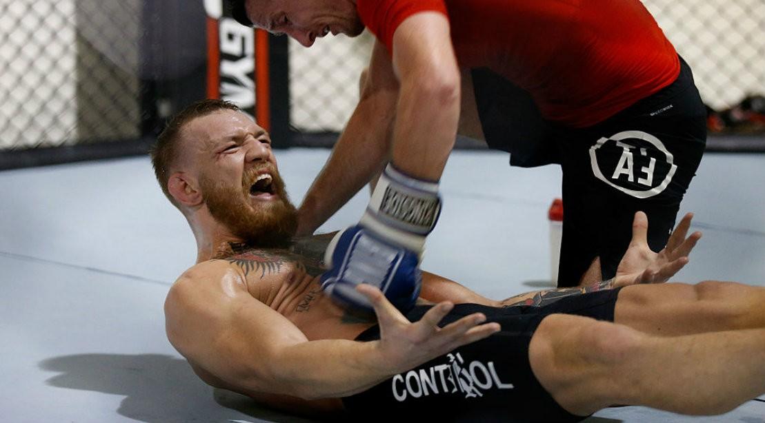 Conor McGregor Ab Work in Octagon