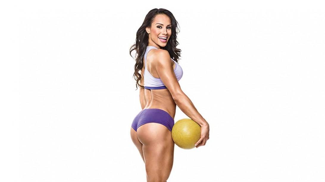 Nathalia Melo holding a ball